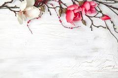 你好与花的春天背景 图库摄影