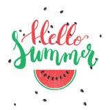 你好在白色背景隔绝的夏天刷子手画字法词组用五颜六色的西瓜 免版税库存照片