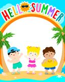你好夏天传染媒介,逗人喜爱的多种族儿童模板设计 免版税图库摄影