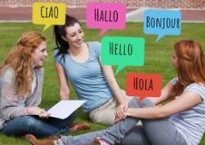 你好用不同的语言聊天学会与学生的泡影 免版税库存照片