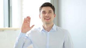 你好由人在办公室,室内挥动的手 股票视频