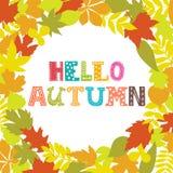 你好秋天 秋叶圆的框架  背景蓝色云彩调遣草绿色本质天空空白小束 免版税库存图片
