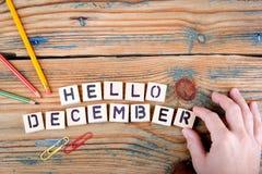 你好12月 在办公桌上的木信件 免版税图库摄影