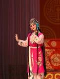 """年轻佣人-杨Family†的北京Opera""""妇女将军 库存照片"""