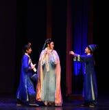 从佣人幻灭现代戏曲女皇的祝贺在宫殿 库存图片