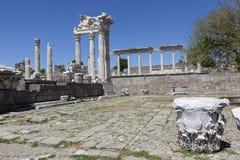 佩尔加蒙上城 火鸡 Trajan寺庙的废墟  库存图片