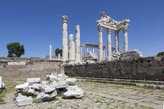 佩尔加蒙上城 火鸡 Trajan寺庙的废墟  免版税库存图片
