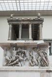 佩尔加蒙法坛如被重建在佩尔加蒙博物馆在柏林 免版税图库摄影