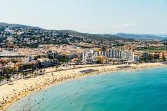 佩尼伊斯科拉市在地中海的海滩胜地全景地平线视图在西班牙 免版税图库摄影