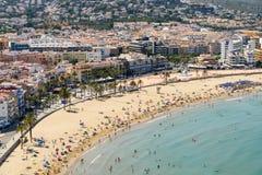 佩尼伊斯科拉市在地中海的海滩胜地全景地平线视图在西班牙 库存图片