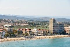 佩尼伊斯科拉市在地中海的海滩胜地空中全景地平线视图在西班牙 免版税库存图片