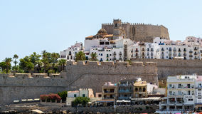 佩尼伊斯科拉是有灯塔和在1307年由Templar骑士修造的城堡的被加强的海口 库存图片