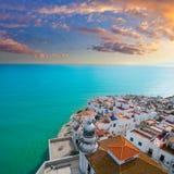 佩尼伊斯科拉海滩和村庄鸟瞰图在Castellon西班牙 库存照片