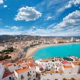 佩尼伊斯科拉海滩和村庄鸟瞰图在Castellon西班牙 库存图片