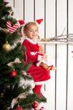 佩带作为圣诞老人的小孩 图库摄影