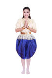 佩带典型的泰国礼服薪水尊敬的妇女隔绝在白色b 库存图片