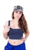 佩带军事盖帽和庄稼的美丽的性感的女孩 免版税库存照片