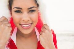佩带圣诞节的可爱的妇女称呼了套头衫 库存照片