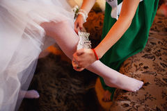 佩带在脚的新娘美丽的首饰 免版税库存图片