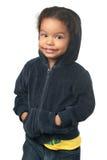 佩带敞篷的逗人喜爱的非裔美国人的小女孩 免版税库存照片