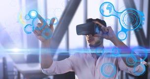 佩带有未来派接口的公执行委员虚拟现实耳机 图库摄影