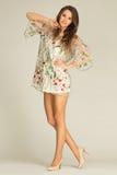佩带礼服和highheels的迷人的,少妇 免版税库存照片