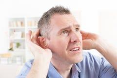 佩带聋援助的人 免版税图库摄影