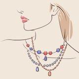 佩带项链的美丽的妇女 免版税库存图片