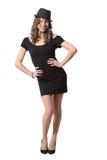 佩带黑礼服和经典之作的快乐的俏丽的女孩 免版税库存图片