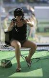 佩带VR设备测试的妇女 图库摄影