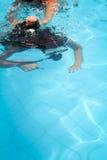 佩戴水肺的潜水课程 免版税图库摄影
