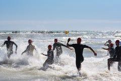佩斯卡拉,意大利- 2017年6月18日:开始游泳测试的o 免版税库存照片