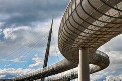 佩斯卡拉, Ponte del Mare :缆绳被停留的桥梁,阿布鲁佐,意大利, HDR 库存图片