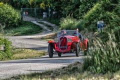 佩萨罗COLLE圣BARTOLO,意大利- 2018年5月17日- :菲亚特508在一辆老赛车的S 1935年在集会Mille Miglia 2018著名ital 免版税库存图片