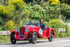 佩萨罗COLLE圣BARTOLO,意大利- 2018年5月17日- :菲亚特508在一辆老赛车的S 1935年在集会Mille Miglia 2018著名ital 免版税图库摄影