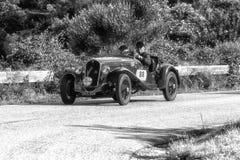 佩萨罗COLLE圣BARTOLO,意大利- 2018年5月17日- :菲亚特508在一辆老赛车的S 1935年在集会Mille Miglia 2018著名ital 库存照片