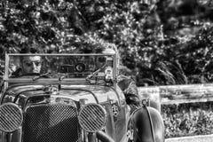 佩萨罗COLLE圣BARTOLO,意大利- 2018年5月17日- :阿斯顿・马丁一辆老赛车的勒芒1933年在集会Mille Miglia 2018 f 免版税库存图片