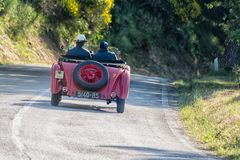 佩萨罗COLLE圣BARTOLO,意大利- 2018年5月17日- :O M 665在集会Mille Miglia 2018的S MM SUPERBA 2000 1929老赛车f 库存图片