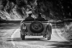 佩萨罗COLLE圣BARTOLO,意大利- 2018年5月17日- :O M 665在集会Mille Miglia 2018的S SUPERBA 2000 1925老赛车famo 图库摄影