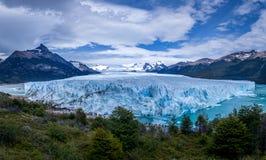 佩里托莫雷诺冰川全景在巴塔哥尼亚-埃尔卡拉法特,阿根廷的 免版税图库摄影