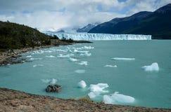 佩里托莫雷诺冰川在Los Glaciares国家公园在埃尔卡拉法特,阿根廷,南美 免版税图库摄影
