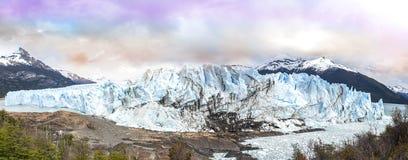 佩里托莫雷诺冰川在Los Glaciares国家公园 免版税库存图片