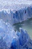 佩里托莫雷诺冰川的冰冷的形成在Canal de Tempanos的在Parque Nacional在埃尔卡拉法特,巴塔哥尼亚, Argenti附近的Las Glaciares 免版税库存图片