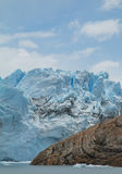 佩里托莫雷诺冰川的边的看法 免版税库存照片