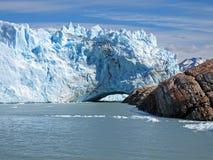 佩里托莫雷诺冰桥梁 免版税库存图片