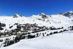 佳丽Plagne,在La Plagne,法国滑雪胜地的冬天风景  免版税库存图片