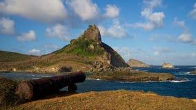 佳能和帽子小山, Sueste海湾,费尔南多・迪诺罗尼亚群岛,巴西 库存图片