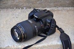 佳能eos 400与教规宏指令的d 100 mm 库存图片