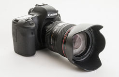 佳能EOS 6D现代数字式单镜头反光照相机 免版税库存照片