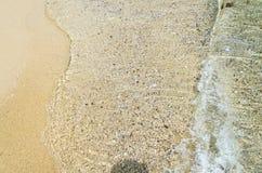 使与海水,背景纹理关闭的沙子靠岸,海洋岸 库存照片